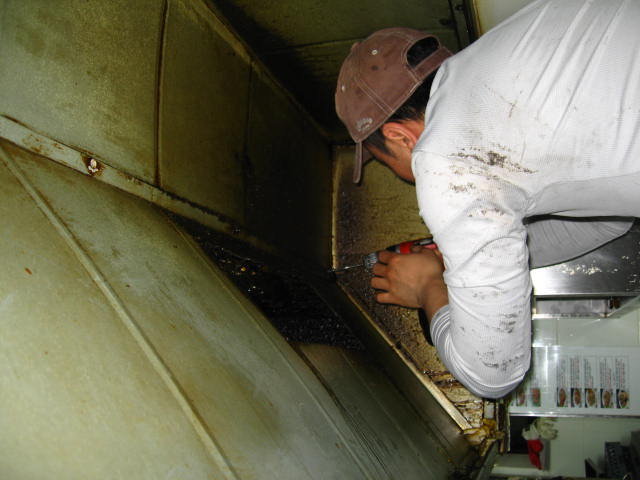 duct_kitchen_cleaning_01